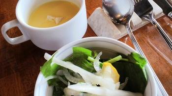 ランチのスープとサラダ