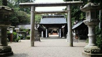 水戸八幡宮・随神門・拝殿